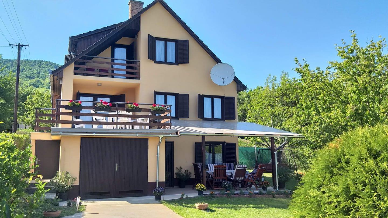 Zeb-23 Kapu-hegy Vendégház – kiadó kulcsosház – Nagymaros – apartman – szállás.